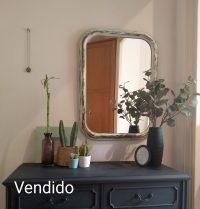 Espejo antiguo decapado blanco y verde Rincón Vintage