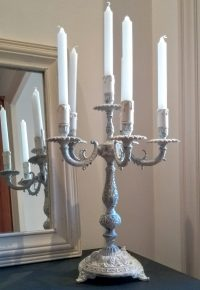 candelabro antiguo blanco