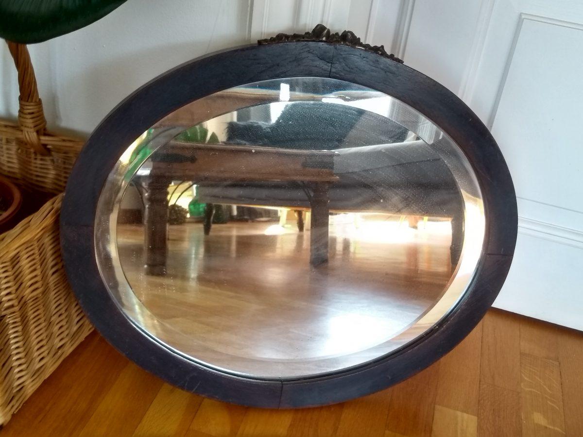 Espejo antiguo de anticuario.