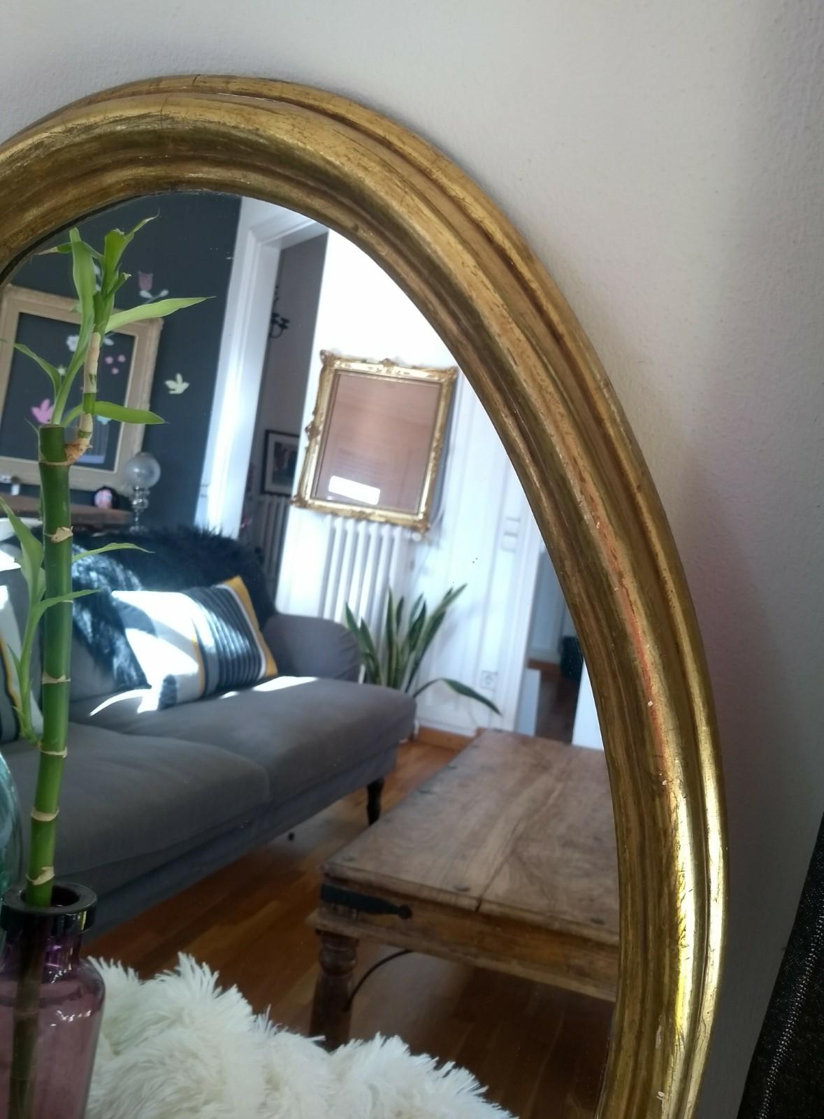 Espejo dorado antiguo